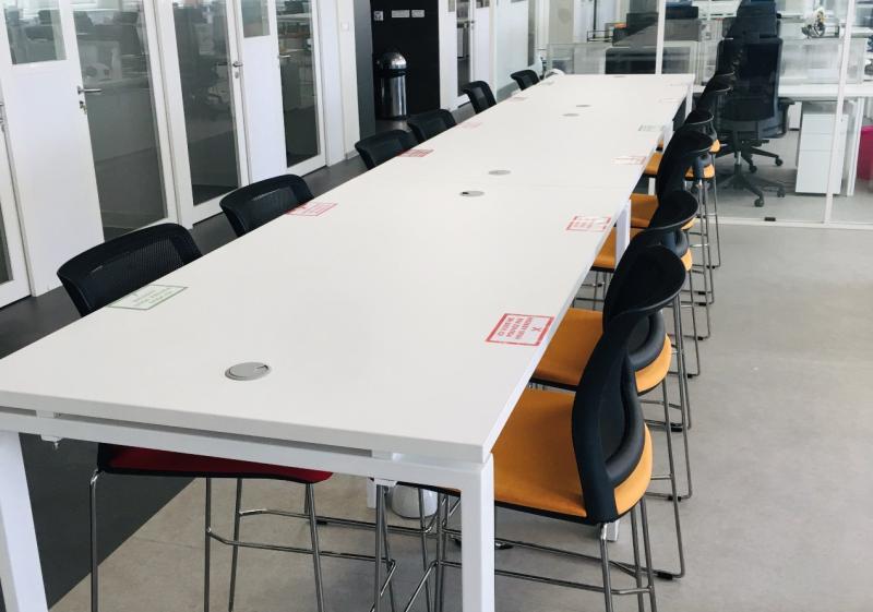 TABLE DE TRAVAIL HAUTE